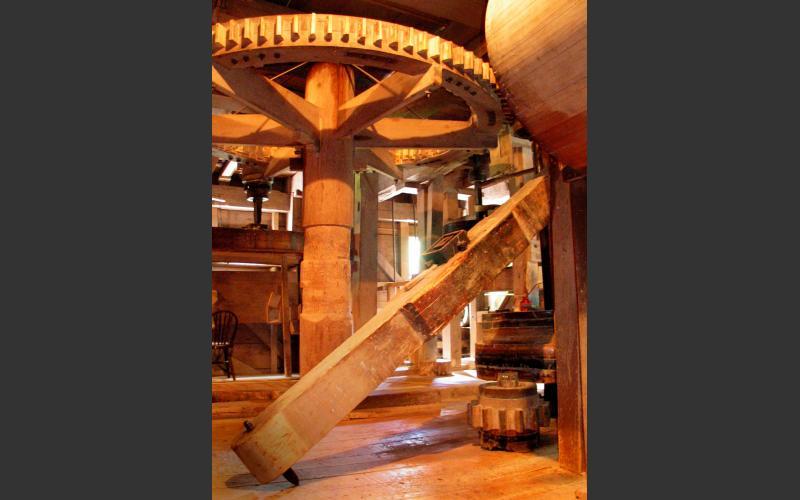 The spur wheel.